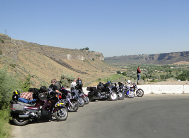 Motorcycles at the Snake River Canyon